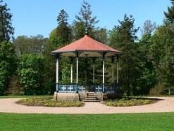 MacRosty Bandstand